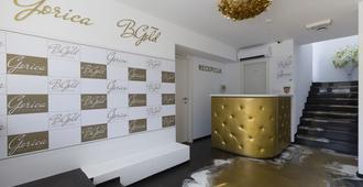 B Gold Luxury Rooms - Split - Front desk