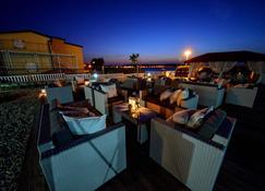 Sunset Apartments - Vir - Gebäude