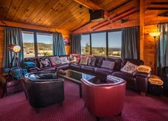 Skotel Alpine Resort - Whakapapa Village - Living room