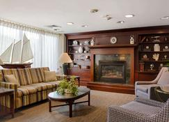 Ramada by Wyndham Boston - Boston - Living room