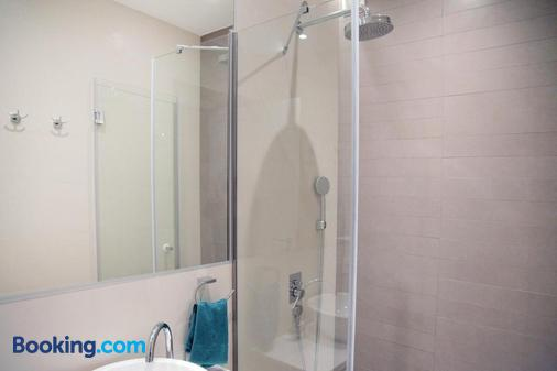 Karavan Inn - Belgrade - Bathroom