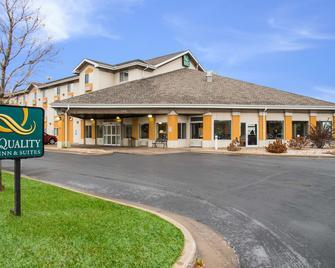 Quality Inn & Suites - Menomonie - Gebäude