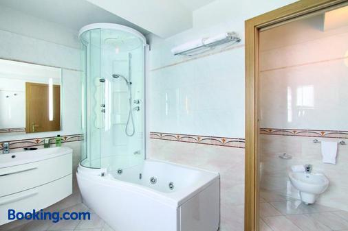 Hotel Grohmann - Campitello di Fassa - Phòng tắm