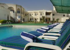 Resort Sur Beach Holiday - Sur - Piscina