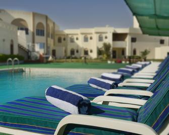 Resort Sur Beach Holiday - Sur - Pool
