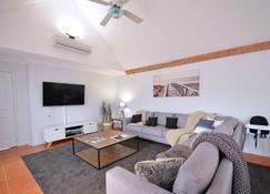 Halcyon Daze - Dunsborough - Living room