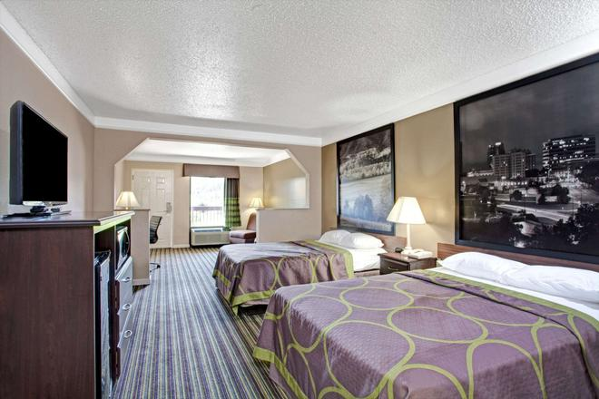 Super 8 by Wyndham Knoxville East - Knoxville - Bedroom