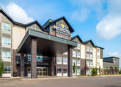 Microtel Inn & Suites by Wyndham Red Deer - Red Deer - Building