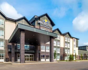 Microtel Inn & Suites by Wyndham Red Deer - Red Deer - Building