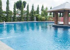 Thong's Inn - Kno Kualanamu Transit Hotel - Medan - Pool