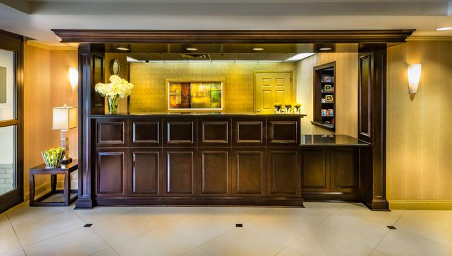 Hyatt House Herndon/Reston - Herndon - Front desk