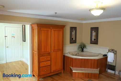 Inn on the Harbour - Charlottetown (Prince Edward Island) - Bathroom