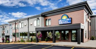 Days Inn & Suites by Wyndham Duluth by the Mall - Duluth - Bygning