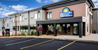 Days Inn & Suites by Wyndham Duluth by the Mall - דולות'