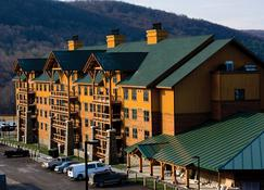 Hope Lake Lodge & Indoor Waterpark - Cortland - Rakennus