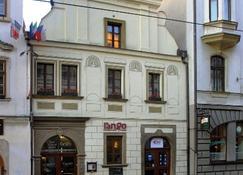 Rango - Πίλσεν - Κτίριο