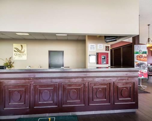 Quality Inn & Suites - Elizabethtown - Front desk