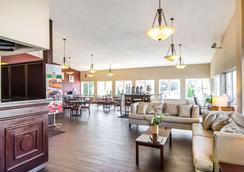 Quality Inn & Suites - Elizabethtown - Lobby