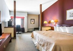 Quality Inn & Suites - Elizabethtown - Bedroom