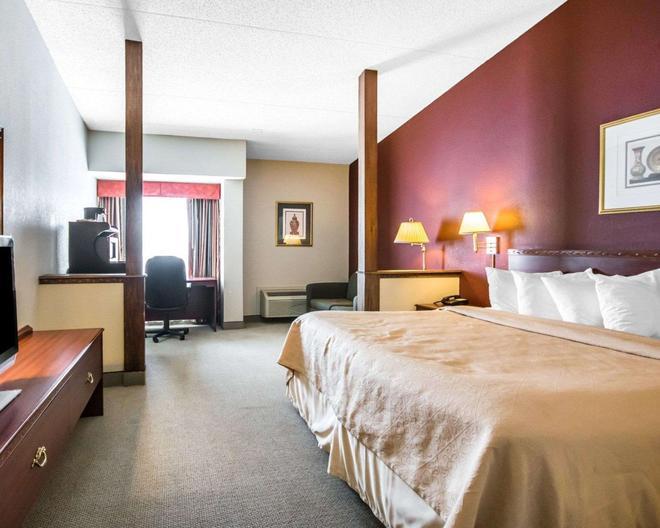 Quality Inn & Suites - Elizabethtown - Schlafzimmer
