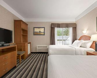 Days Inn by Wyndham Canmore - Canmore - Bedroom