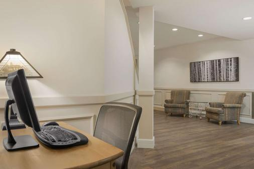 Days Inn by Wyndham Canmore - Canmore - Business centre