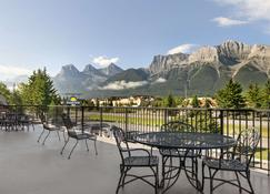 Days Inn by Wyndham Canmore - Canmore - Balcony