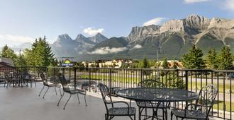 Days Inn by Wyndham Canmore - Canmore - Ban công