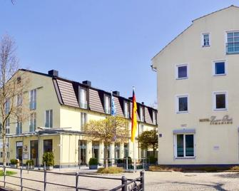 Hotel Zur Post - Ismaning - Building