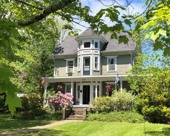 Red Mahone Bed & Breakfast - Mahone Bay - Building