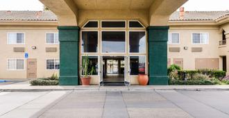 Quality Inn & Suites Lathrop - Lathrop