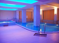Hotel Nevis Wellness & Spa - Großwardein - Pool