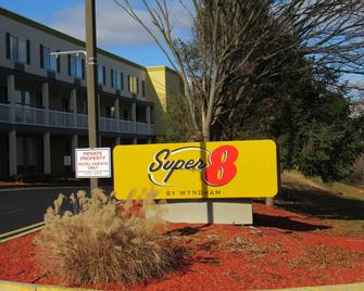 Super 8 by Wyndham New Cumberland - New Cumberland - Building