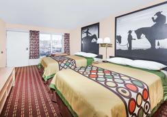 Super 8 by Wyndham Longview/I-20 - Longview - Bedroom