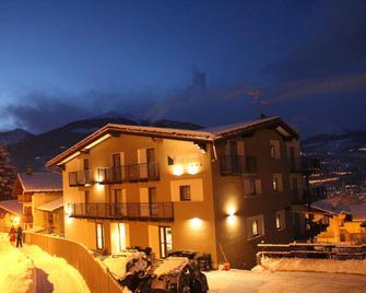 Hotel Ristorante Monte Emilius - Pollein - Building