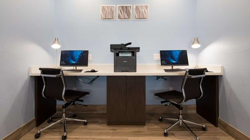 Best Western Plus Buda Austin Inn & Suites - Buda - Business Center
