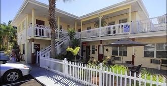 銀沙汽車旅館 - 清水海灘 - 克利爾沃特 - 建築