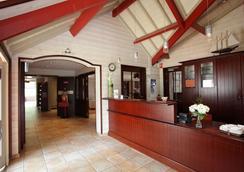 Hotel Kyriad Saint-Malo Ouest-Dinard - Dinard - Front desk