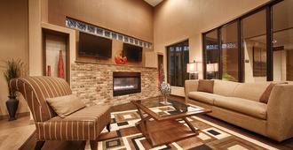 Best Western Plus Lackland Hotel & Suites - San Antonio - Living room