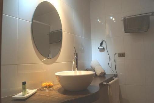Hotel Qamaqi - San José de Maipo - Bathroom