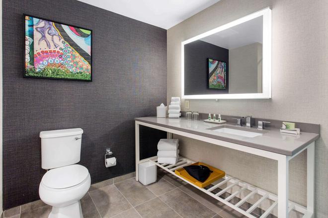 Cambria Hotel Asheville - Asheville - Bathroom