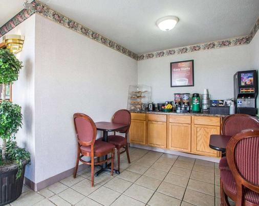 Econo Lodge - Montpelier - Buffet
