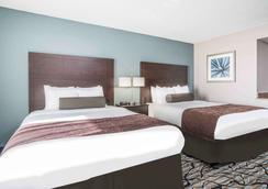Days Inn & Suites by Wyndham Wausau - Wausau - Makuuhuone