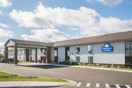 Days Inn & Suites by Wyndham Wausau - Wausau - Rakennus