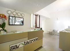 Santacroce Luxury Rooms - לצ'ה - דלפק קבלה