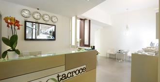Santacroce Luxury Rooms - Lecce - Recepción