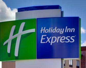 Holiday Inn Express & Suites Medford - Medford - Gebouw