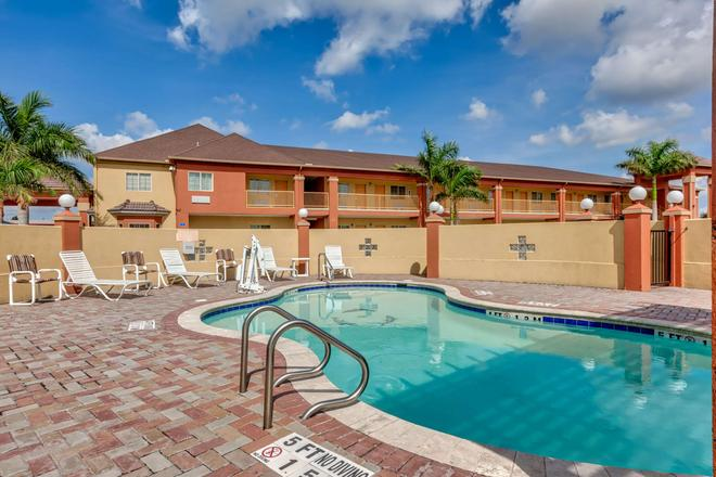 Quality Inn Brownsville - Brownsville - Pool