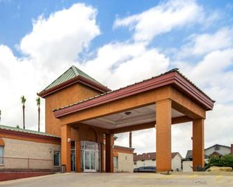 Econo Lodge Inn and Suites Eagle Pass - Eagle Pass - Building