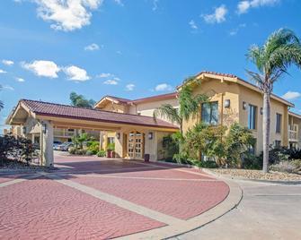 La Quinta Inn by Wyndham Victoria - Victoria - Gebäude